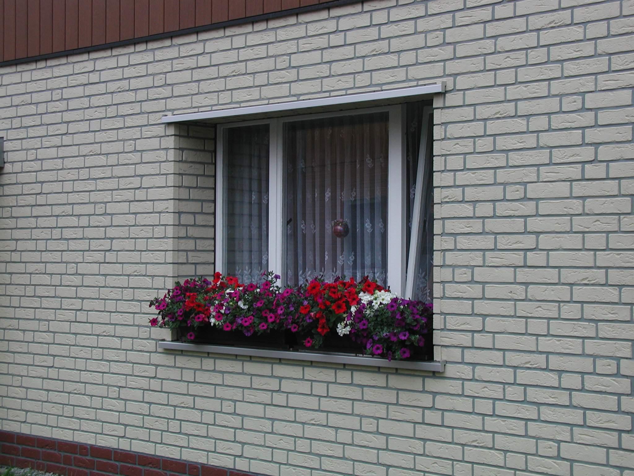 Покраска кирпичного дома снаружи своими руками фото